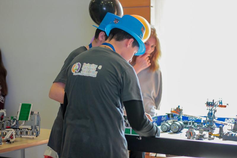 Ομάδα μαθητών ρομποτικής: Αυτές είναι οι Τραμπάλες του Αρχιμήδη με LEGO ...