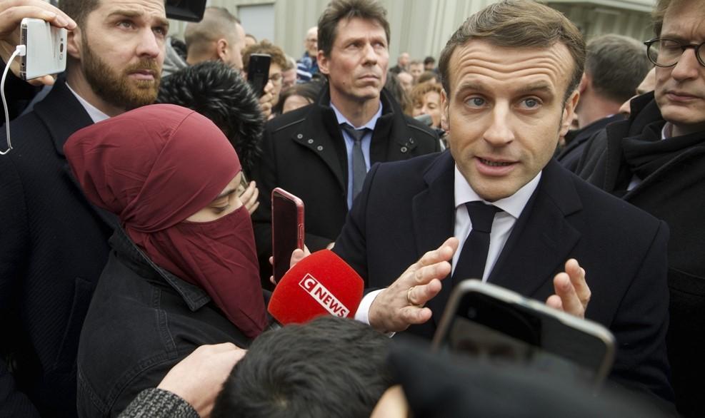Ο Μακρόν απορρίπτει τον ισλαμικό κοινοτισμό μέσα στη Γαλλία…