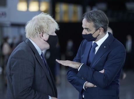 Pressing Μητσοτάκη στον Τζόνσον για τους Βρετανούς τουρίστες
