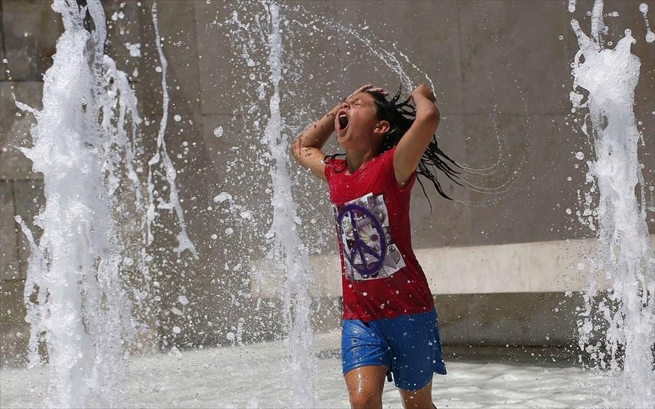 Καύσωνας: Οδηγός επιβίωσης  στους 47 ο C. Τι να προσέξουν οι πολίτες