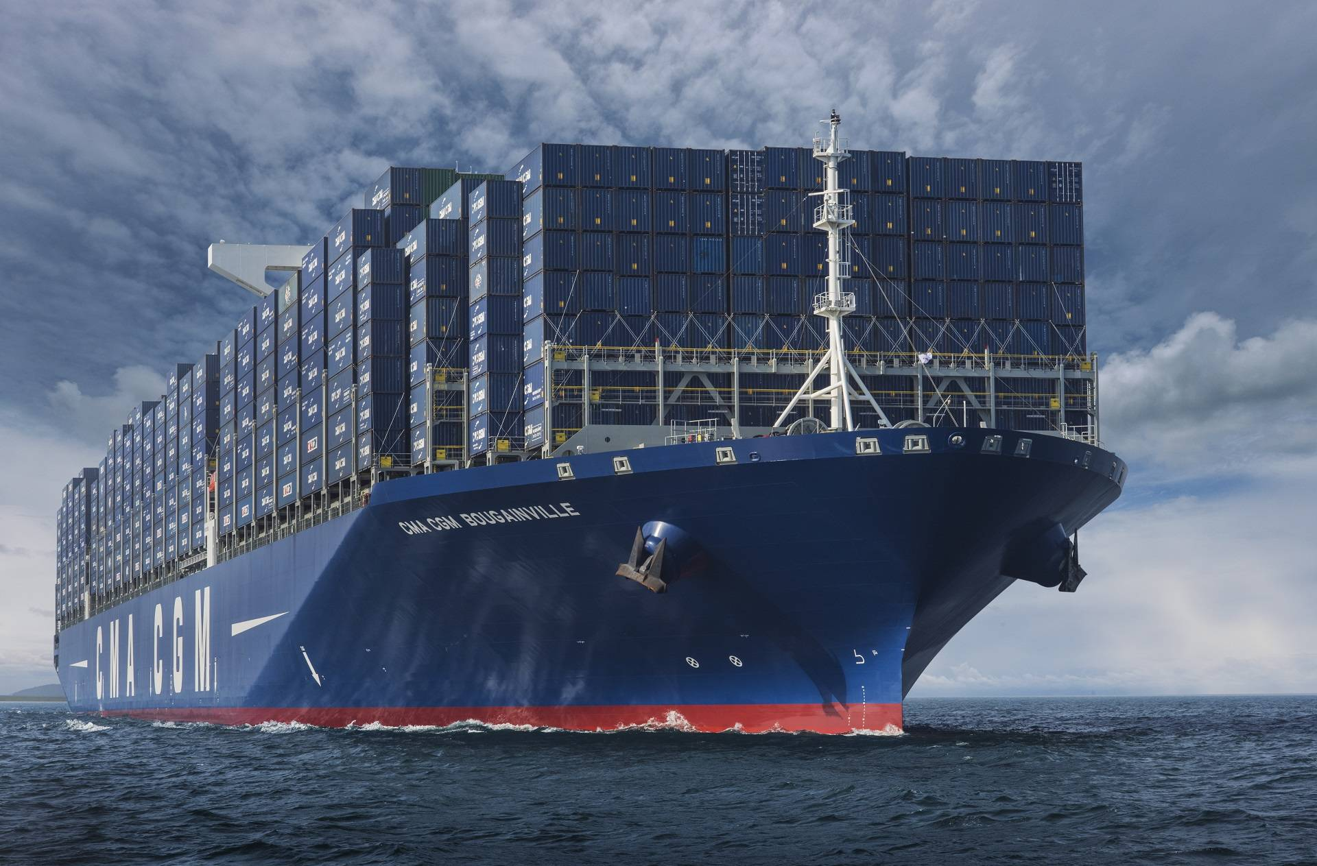 CMA CGM: Ο γαλλικός κολοσσός των κοντέινερ βάζει πλαφόν στα ναύλα
